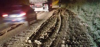 Carga de esterco se espalha na BR-470 e rodovia é interditada para limpeza em Ascurra