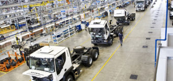 Enquanto os caminhoneiros reclamam do valor do frete, venda de caminhões cresce e deve superar 102 mil unidades este ano