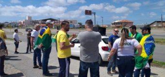 Manifestação é realizada contra a instalação das praças de pedágio na BR-101