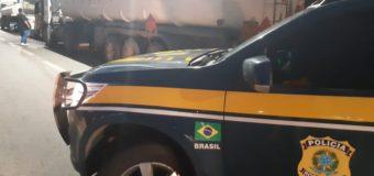 PRF apreende mais de 186 mil litros de etanol por fraude fiscal no RJ